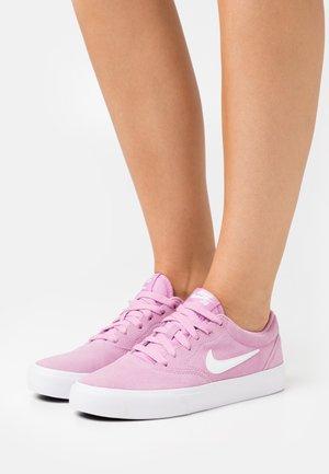 CHARGE - Sneakersy niskie - beyond pink/white