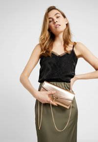 Dorothy Perkins - TWIST BAR CLUTCH - Clutch - rose gold-coloured