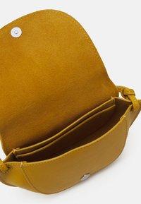 Marc O'Polo - TALVI - Across body bag - sweet corn - 2