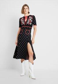 Alice McCall - LADY DAY MIDI DRESS - Pletené šaty - black - 0