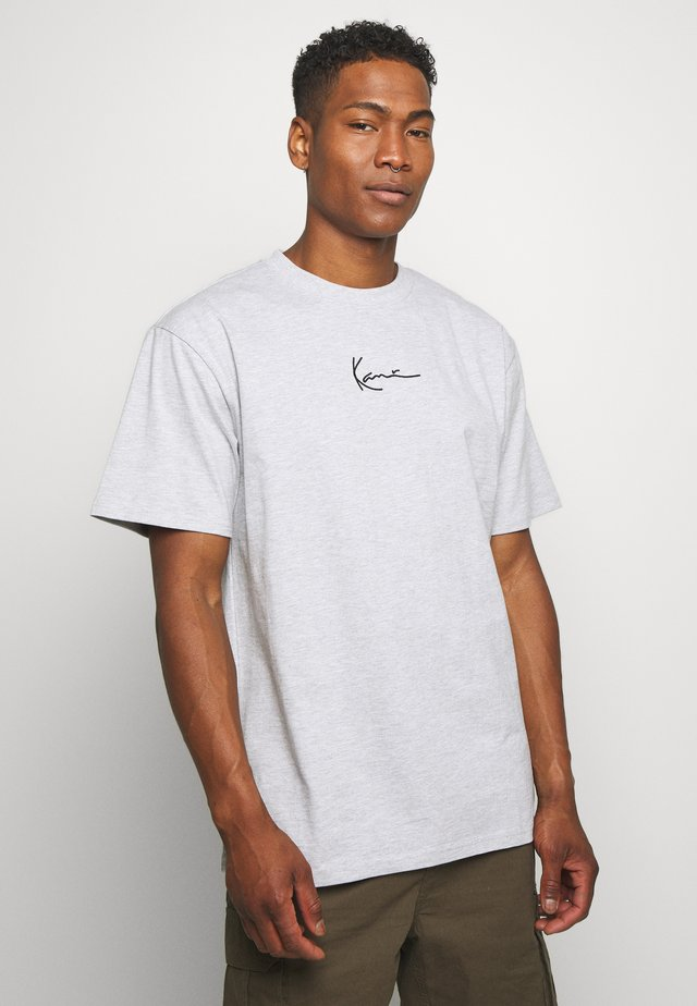 SMALL SIGNATURE TEE  - T-shirt con stampa - ash grey