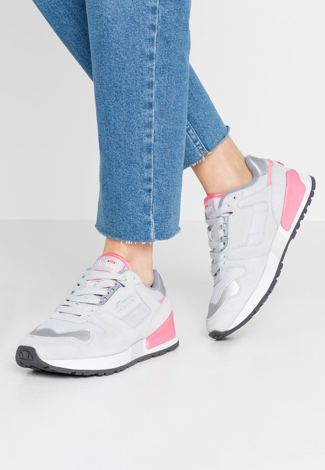 Trainers - light grey/fluro pink