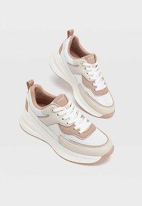 Stradivarius - Sneakersy niskie - off white - 2