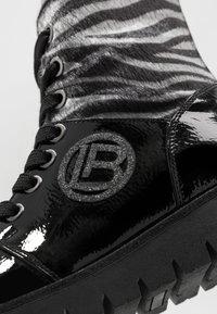 Laura Biagiotti - Šněrovací kotníkové boty - black - 2