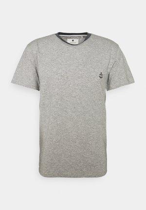 AKKIKKI - Print T-shirt - sky captain