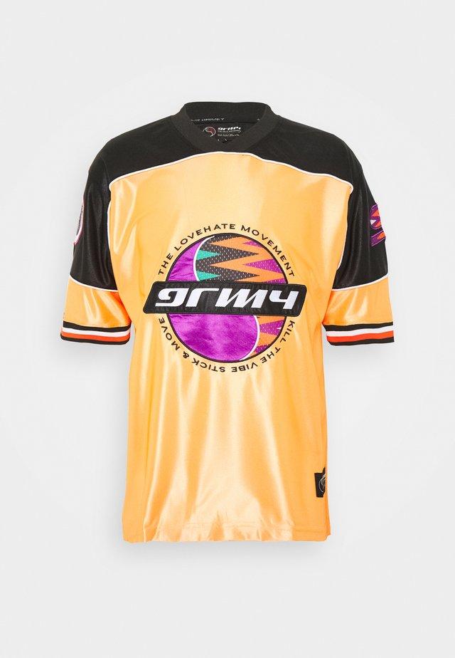ACKNOWLEDGE FOOTBALL - T-shirt imprimé - orange
