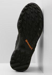 adidas Performance - TERREX SWIFT R2 MID GTX GORETEX HIKING SHOES - Trekingové boty - core black - 4