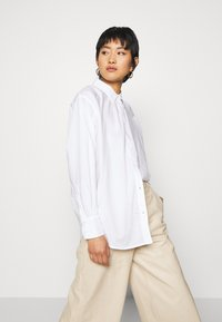 TOM TAILOR - BLOUSE SOLID LOOSE SHAPE - Button-down blouse - white - 3
