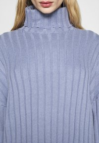 Monki - DONNIE  - Jumper - blue dusty solid - 5