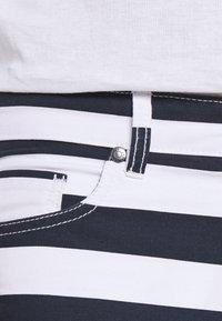Newport Bay Sailing Club - STRIPE - Shorts - main white/navy - 4