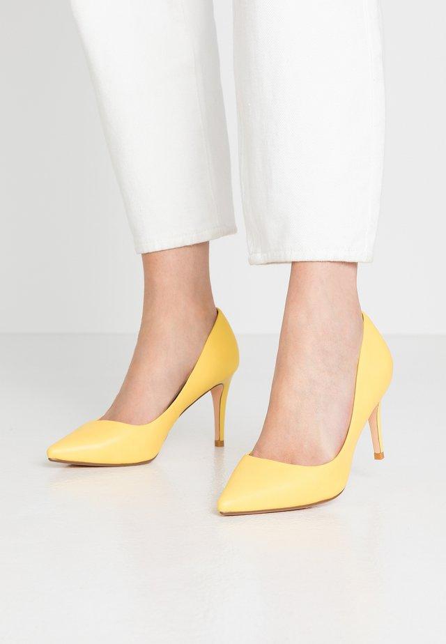 FANNY - Klasické lodičky - yellow
