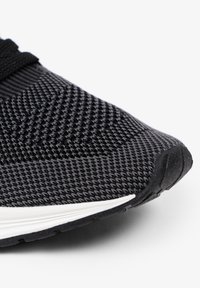 Scalpers - ROYAL - Trainers - black - 7
