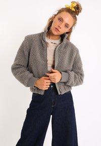 Pimkie - AUS SCHAFFELLIMITAT - Fleece jacket - grau - 3