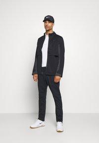 Nike Golf - HYPERSHIELD RAPID ADAPT 2-IN-1 - Waterproof jacket - black/dark smoke grey - 1