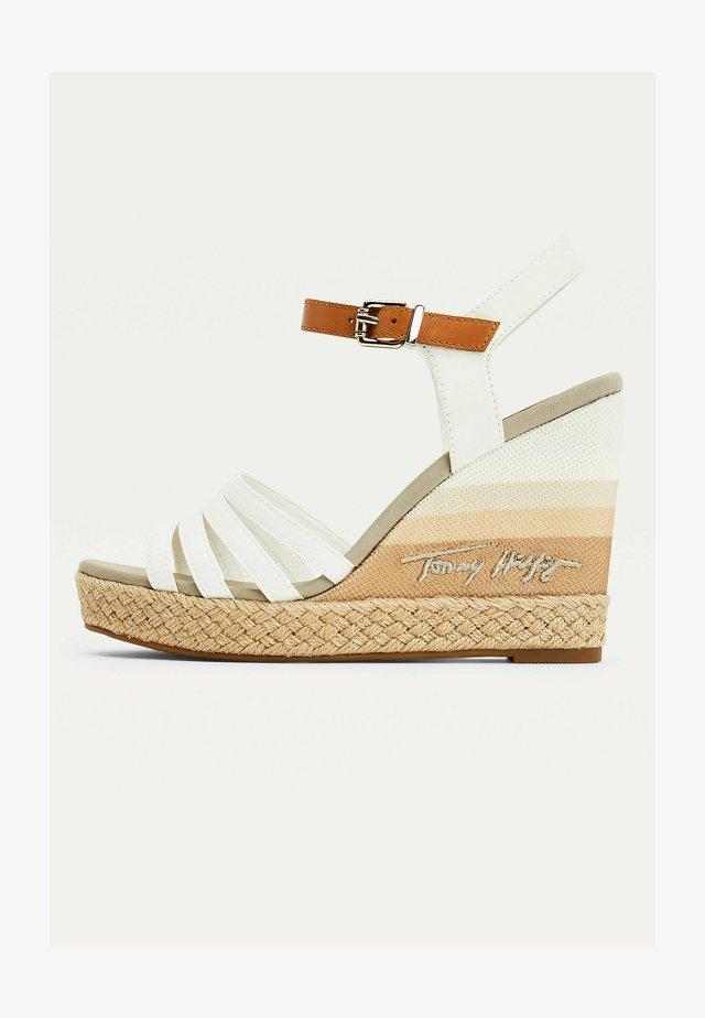 GRADIENT - Sandalen met sleehak - ecru