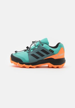 TERREX GTX UNISEX - Trekingové boty - acid mint/core black/screaming orange