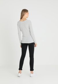 Zalando Essentials Tall - Long sleeved top - offwhite/dark blue - 2