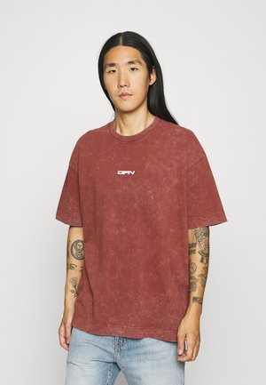OVERSIZED WITH DOUBLE BRANDING - T-shirt med print - red