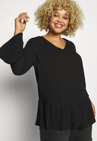 CAPSULE by Simply Be - V-NECK FRILL PLEAT BLOUSE - Blouse - black - 3