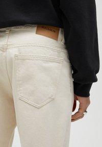 PULL&BEAR - STANDARD  - Straight leg jeans - beige - 4
