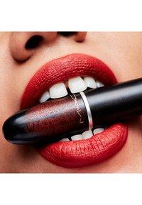 MAC - MATTE LIPSTICK - Rouge à lèvres - chili - 2