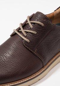 Clarks - GRANDIN PLAIN - Zapatos con cordones - dark brown - 5