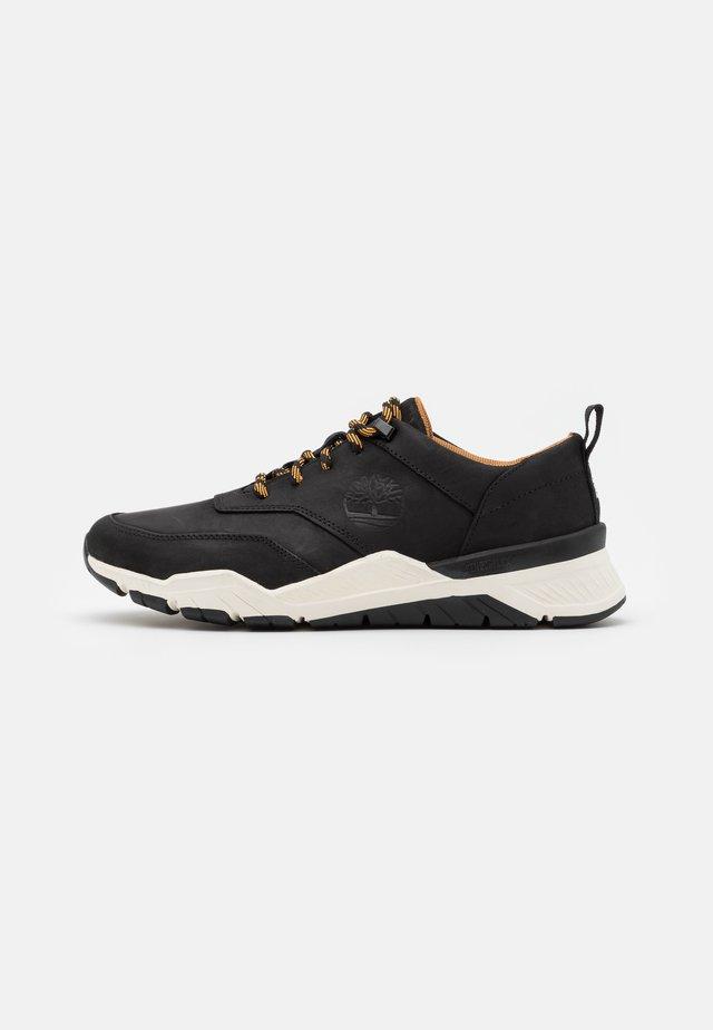 CONCRETE TRAIL OXFORD - Sneakersy niskie - black