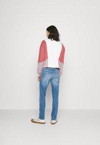 Tommy Jeans - SIMON SKINNY - Flared Jeans - denim - 2