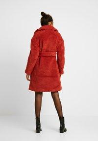 Ivyrevel - BELTED COAT - Płaszcz zimowy - burnt red - 2