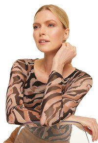 comma - Long sleeved top - black zebra lines