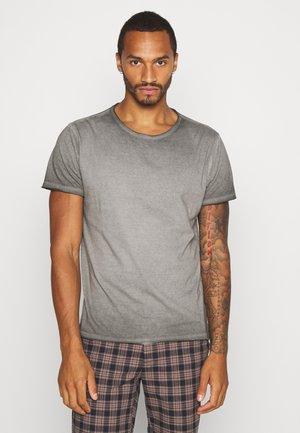 RADICALC - T-shirt med print - black cool wash