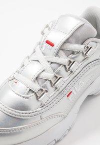 Fila - STRADA - Matalavartiset tennarit - silver/white - 2