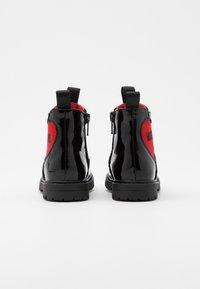 MOSCHINO - Kotníkové boty - black - 2