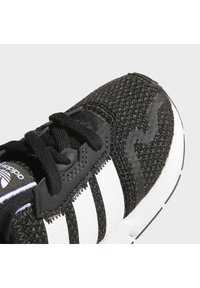 adidas Originals - SWIFT RUN UNISEX - Trainers - core black/ftwr white/core black - 9