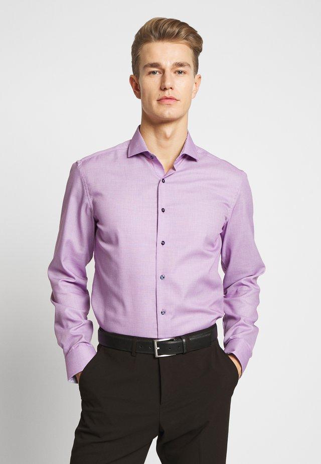 SLIM FIT HAI-KRAGEN - Overhemd - lilac