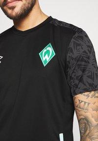 Umbro - WERDER BREMEN TRAINING - Club wear - black/carbon/ice green - 5