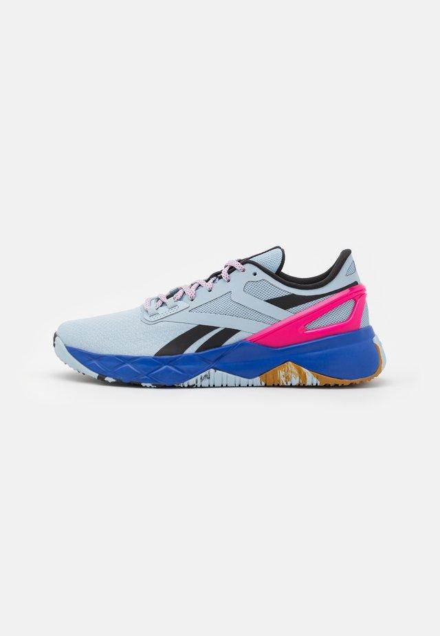 NANOFLEX TR - Scarpe da fitness - gable grey/core black/pursuit pink