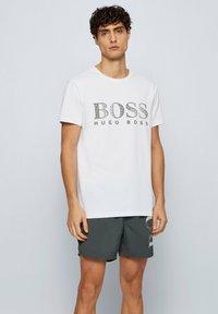 BOSS - T-shirt imprimé - natural - 0