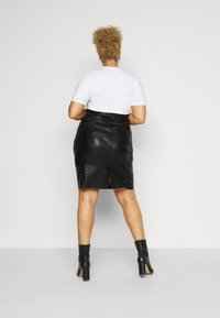 Vero Moda Curve - VMBUTTERSIA  - Pencil skirt - black - 2
