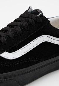 Vans - OLD SKOOL UNISEX  - Trainers - black - 5