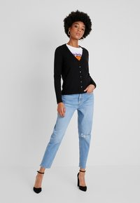 Vero Moda - VMHAPPY BASIC V NECK CARDIGAN - Cardigan - black