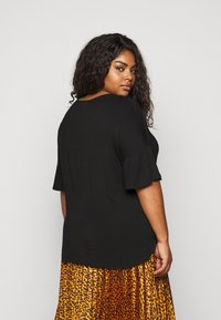 CAPSULE by Simply Be - ZIP FRONT  - Print T-shirt - black - 2