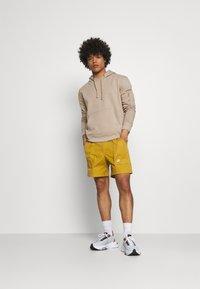 Nike Sportswear - REISSUE - Shorts - wheat/sail - 1