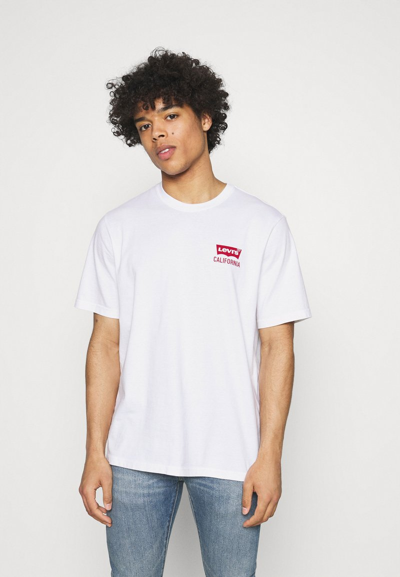 Levi's® - RELAXED FIT TEE UNISEX - Print T-shirt - white