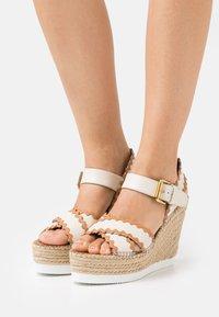 See by Chloé - GLYN - Korkeakorkoiset sandaalit - natural - 0