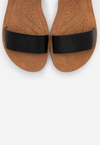 New Look Wide Fit - WIDE FIT FRANKIE - Sandalias de cuña - black - 5
