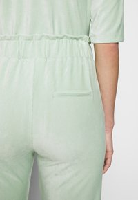 Another-Label - ARIELLE PANTS - Pantalon classique - light yucca - 3