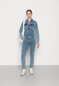 ONLY - ONLCALLI JUMPSUIT - Jumpsuit - light blue denim - 1