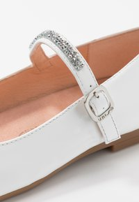 Unisa - CLERVY - Ankle strap ballet pumps - white - 2