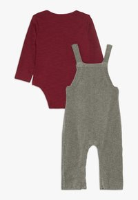 mothercare - BABY PENGUIN DUNGAREE SET  - Body - grey - 1